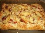 Рыбный пирог с овощами и сыром.