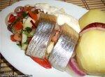 Салат овощной с яблоком и сельдью