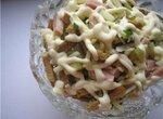 Салат капустный с ветчиной и сухариками