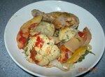 Курица в духовке с овощами и айвой