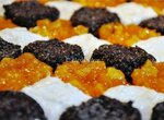 Пирог цельнозерновой «Пэчворк» с маковой, творожной и абрикосовой начинками и штройзелем