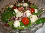 Салат с морскими гребешками и сыром моцарелла