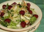 Салат с кольраби и вишней