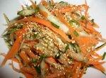 Салат морковный с кунжутом