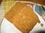 Томатный пшенично-ржаной хлеб с луком, сыром и зеленью (хлебопечка)