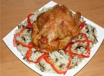 Курочка аппетитная на рисовой подушке с белыми грибами