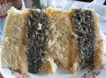 Торт бисквитный с маком и муссом из сгущенки
