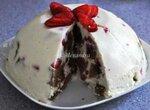 Летний торт-бомба клубнично-клубничный с белым шоколадом