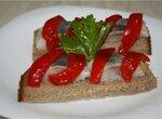 Бутерброды с селедкой и  запеченным перцем