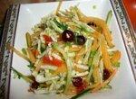 Салат из пекинской капусты с хурмой