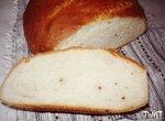 Простой белый хлеб с розовым перцем