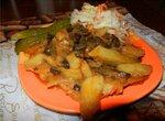 Картофель тушенный с грибами в чугунке