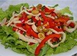 Теплый овощной салат с кальмарами