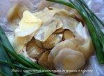 Рыба с картошкой и солеными огурцами в кулечке