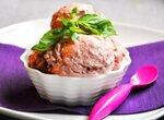 Мороженое без сахара Клубничное с базиликом, бальзамиком и мускатным орехом