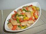 Свекла и авокадо с фасолью под заправкой «винегрет»