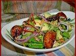 Салат с авокадо и пряным инжиром