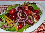 Салат с фасолью и черешней
