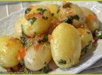Молодой картофель с базиликовым маслом и икрой горбуши