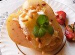Десерт из груши с творогом под фруктовым соусом