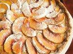 Тарт с персиками и сливочным кремом