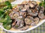 Почки говяжьи с грибами в сметане