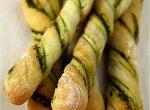 Хлебные палочки с песто