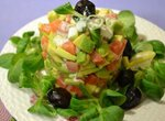 Салат из авокадо с малосольной семгой