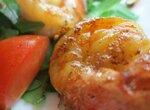 Теплый салат из креветок с луково-бальзамической заправкой