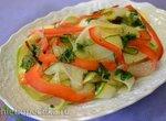 Простой овощной салат из кабачка и огурцов