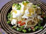 Теплый капустный салат с яйцом