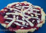 Песочный пирог с клюквой и грецкими орехами