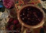Варенье клубничное с лепестками чайной розы