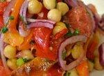 Салат с перцами на гриле, нутом, и  грейпфрутом