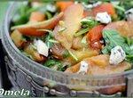 Салат с печеными персиками и перцем