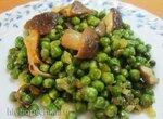 Зеленый горошек, жаренный с грибами