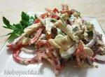 Овощной салат с курицей и брынзой