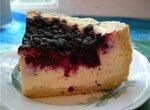 Пирог песочный с творогом и черной смородиной