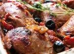 Курица с томатами и маслинами
