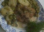 Бёдра куриные с картошкой в зелёном луке