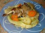 Кролик, запеченный с яблоками и кабачками