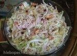 Легкий салат с крабовыми палочками, ананасом и гранатом