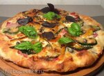 Белая пицца  (Pizza bianca) с вяленой говядиной, цукини, каперсами и перепелиными яйцами