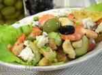 Салат с креветками, свежими огурцами, зелеными бананами