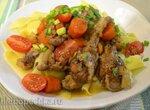 Утиные крылышки, тушеные с овощами
