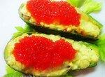 Салат из авокадо с красной икрой