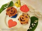 Веселые розовые капкейки «Love is …» с кокосовым мороженым и вишней