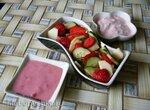 Фруктово-овощной салат с двумя заправками