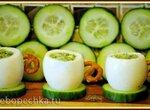 Яичные чашечки с огуречным салатом