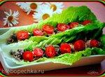 Роллы из тунца и свежих шампиньонов с каперсами в листьях салата ромейн